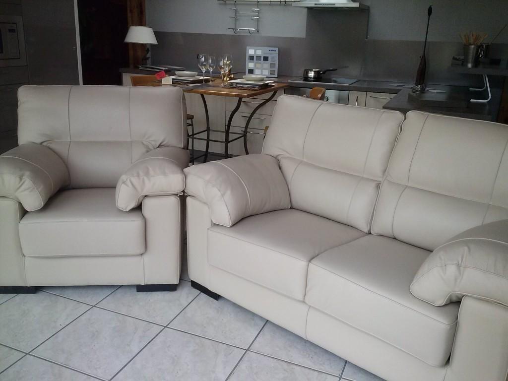 coup de folie dans meubles d coration biganos cam00323. Black Bedroom Furniture Sets. Home Design Ideas